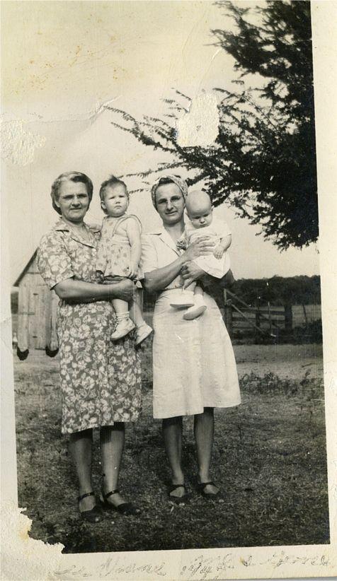 Aunt Josie Bielamowicz with GM, & Helen with Gene  1947
