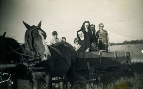 nuns_in_wagon