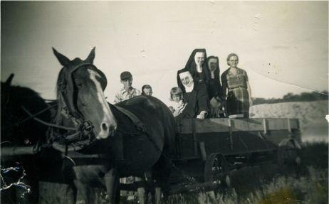 nuns_in_wagon