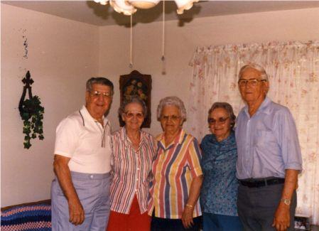 Albert Vickie Josie Helen Ed Bremond Tx  1987