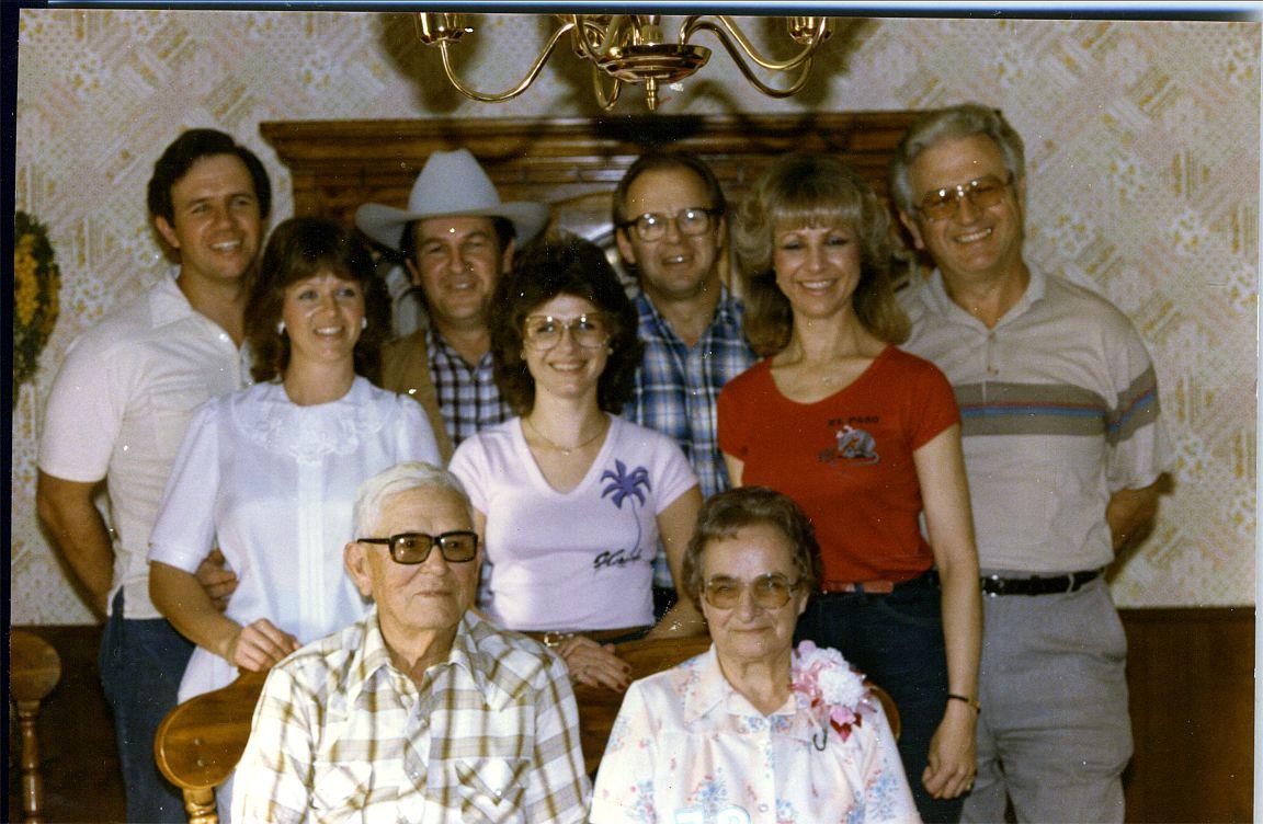 Ed, Helen, Helen, Mary Ann, Dolores, Larry, Gene, Joe, Ed