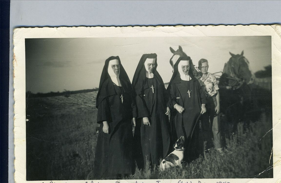 Sisters Maxine, Adrian, Dimitra & Joe, Stubby, Boy, Minnie  1952